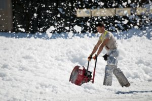 snow-thrower-951149_1280